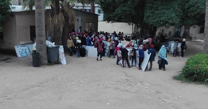 طلاب يتهمون أستاذ بـ«فنون جميلة الإسكندرية» بتسخيرهم لتنظيف الكلية