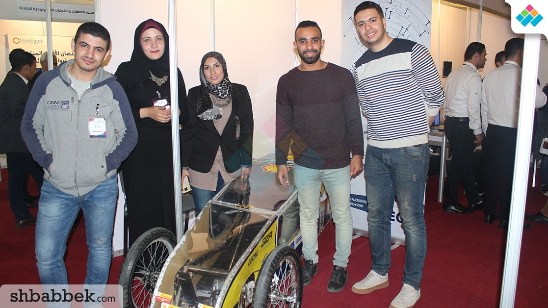 مشاريع طلاب الجامعات بمعرض الابتكار.. من الغواصات إلى الطائرات (صور)