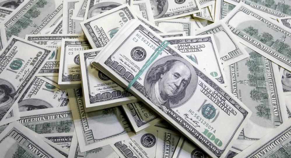 الدولار يتخطى الـ18 جنيه.. تعرف على سعره داخل البنوك والسوق السوداء