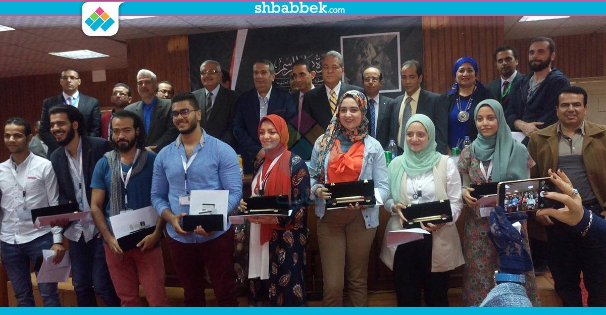 جامعة المنصورة تهدي «أقلام رصاص ذهبية» للفائزين في مسابقة «نوار» للرسم (صور)