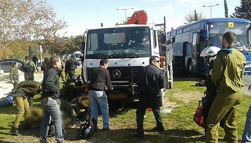 شاهد.. مقتل 4 جنود إسرائيليين بعملية دهس في القدس