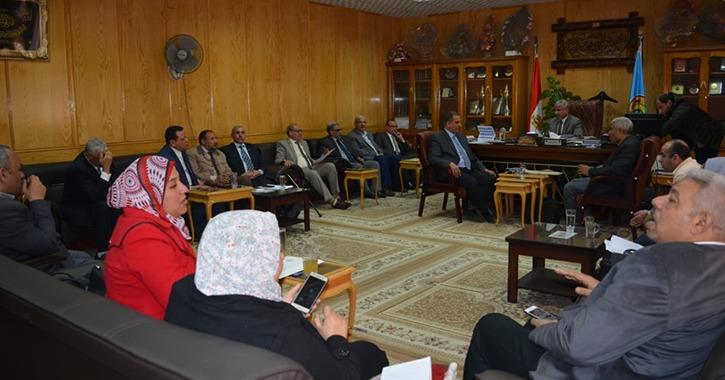 نائب رئيس جامعة الأزهر يتابع إعلان نتائج الفصل الدراسي الأول بالوجه القبلي