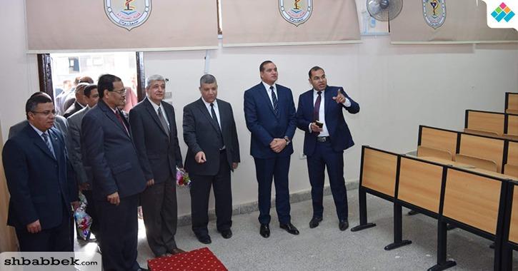 رئيس جامعة سوهاج يفتتح قاعات جديدة بكلية الصيدلة  (صور)