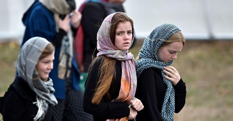 «الشعب والشرطة والإعلام».. الحجاب يوحد نيوزيلاندا ضد الإرهاب (صور)