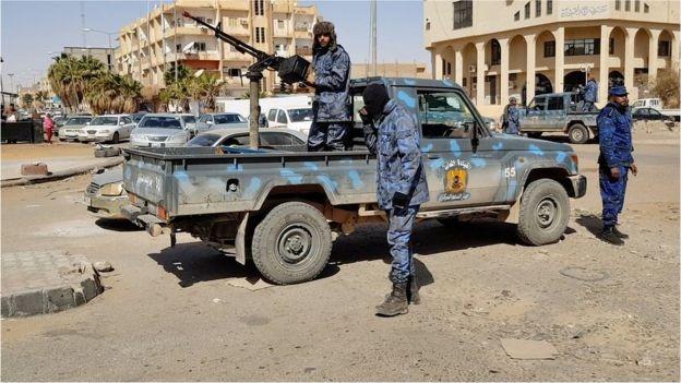 ليبيا على مشارف الحرب ودعوات عربية ودولية بضبط النفس.. ماذا يحدث هناك؟