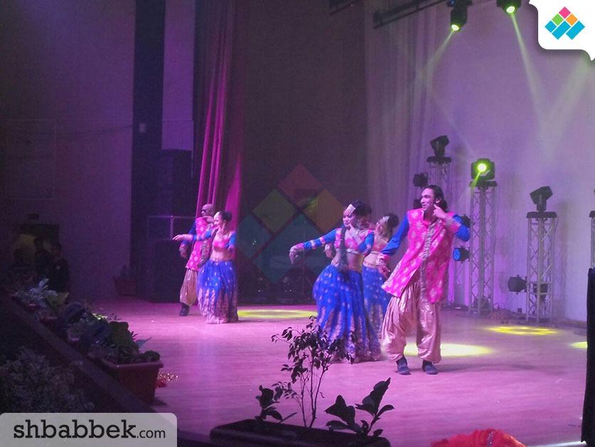 صور| فرقة هندية تشعل الحفل السنوي للسفارة بجامعة عين شمس