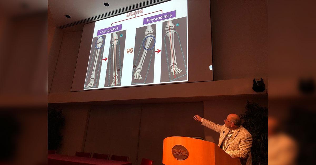 أستاذ بجامعة الأزهر يبتكر طريقة لعلاج تشوهات العظام
