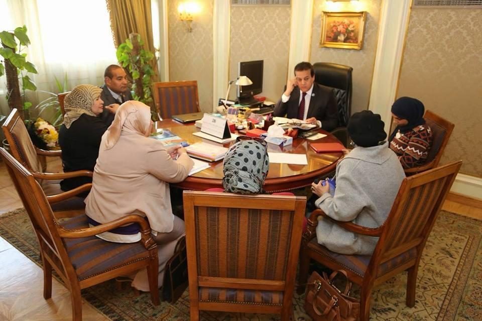 وزير التعليم العالي يناقش تطوير العمل باللجنة المصرية لليونسكو