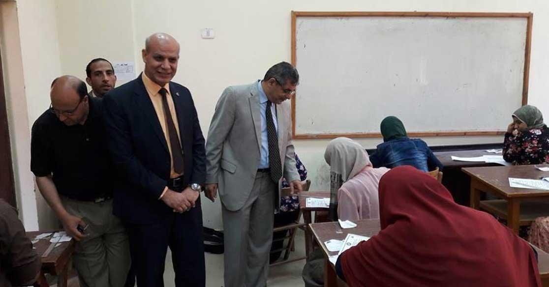 أول جولة لنائب رئيس جامعة بنها الجديد.. يتفقد امتحانات كلية الزراعة (صور)