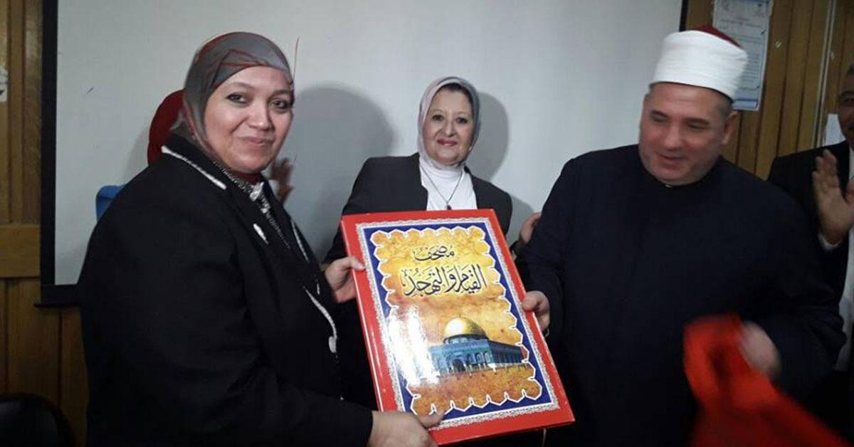 لبلوغها السن القانونية.. مستشفى الزهراء يكرم عميدة طب بنات الأزهر