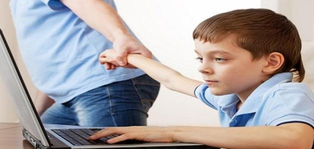 سلبيات الانترنت.. احمي أولادك من النصب والقتل