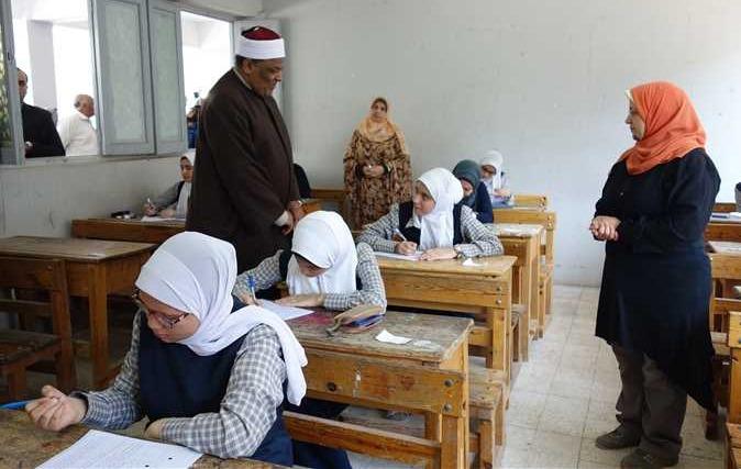 لتغيبهم عن مراقبة امتحانات الابتدائية الأزهرية.. إحالة 13 معلمًا بالغردقة للتحقيق