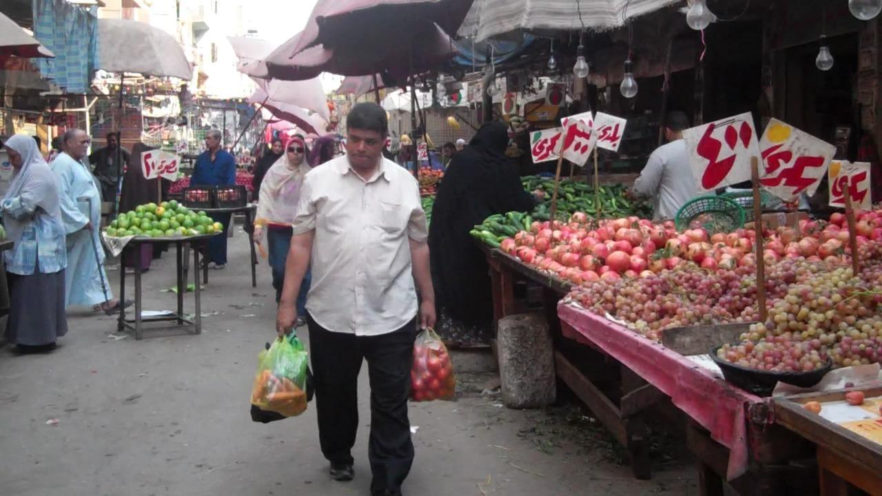 أسعار الخضراوات والفواكه والأسماك بسوق العبور