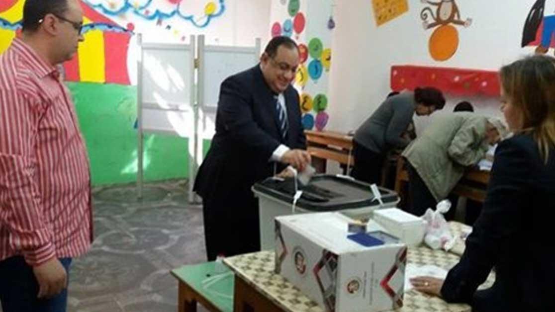 رئيس جامعة حلوان يدلي بصوته في انتخابات الرئاسة