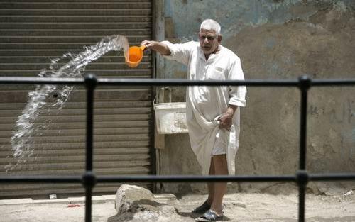 غرامة فورية لرش المياه في شوارع محافظة الجيزة
