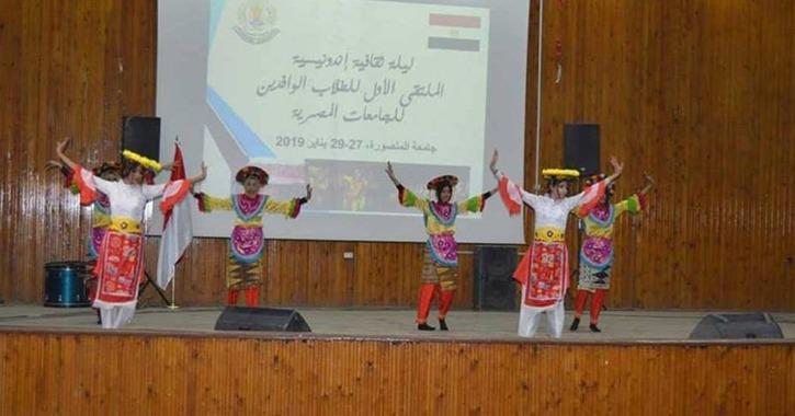 عرض «رقص وقتال» للطلاب الأندونيسيين ضمن فعاليات ملتقى الوافدين في جامعة المنصورة