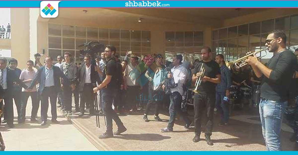 عروض موسيقية أمام وزير التعليم العالي بجامعة حلوان (صور)