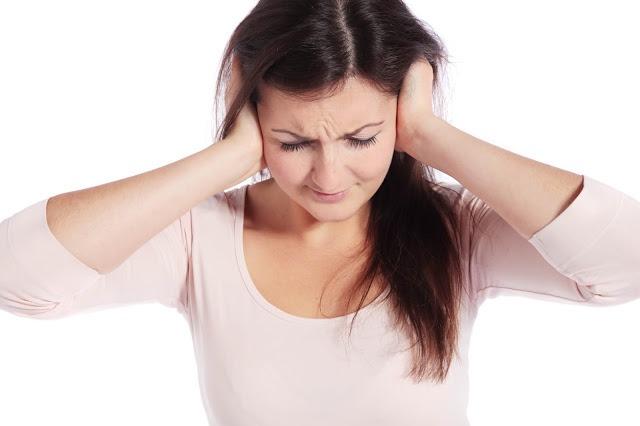 علاج التهاب الأذن.. الملح والثوم يساعد في التخلص من الألم