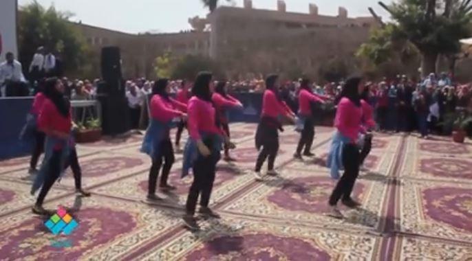رقص شعبي واستعراض للطالبات باحتفالية يوم المرأة المصرية بجامعة عين شمس