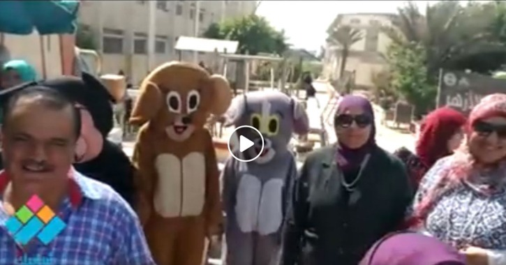 طالبات جامعة الأزهر على هيئة ميكي ماوس (فيديو)