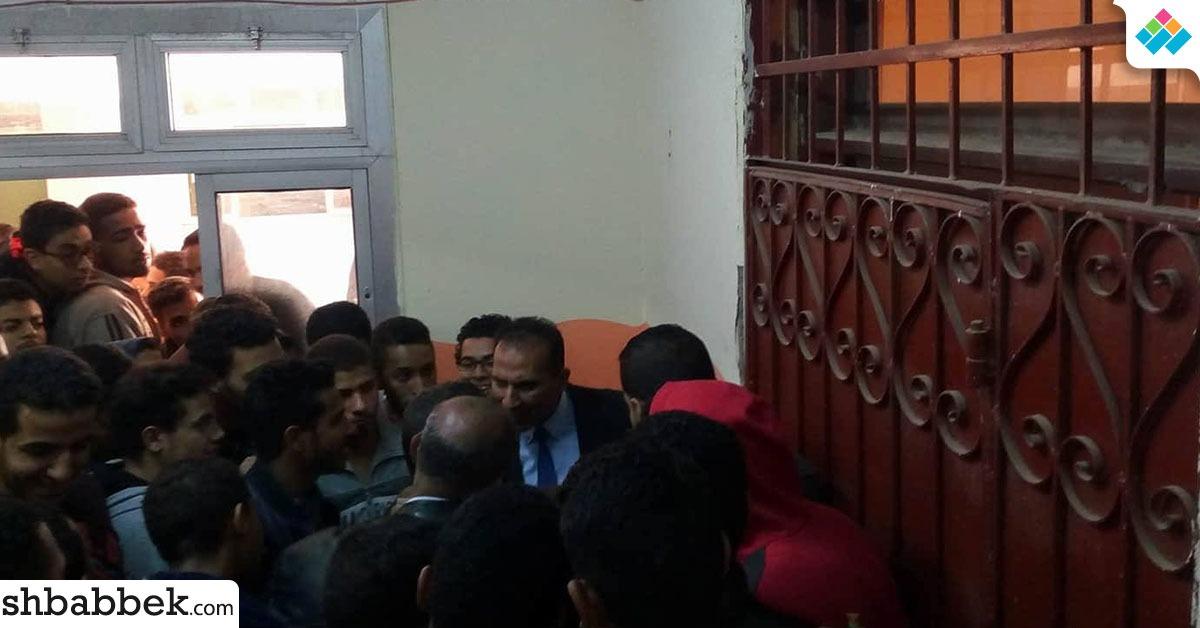 طلاب مدينة جامعة أسوان يتظاهرون بسبب رفع المصروفات (صور)