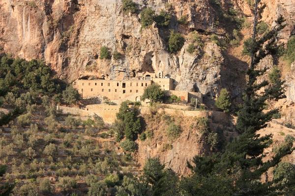 دير وسط الجبال في محافظة جبل لبنان