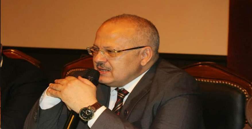 قراءة في معتقدات رئيس جامعة القاهرة.. ينسف المذاهب الفقهية ويتهم الأديان بالإرهاب