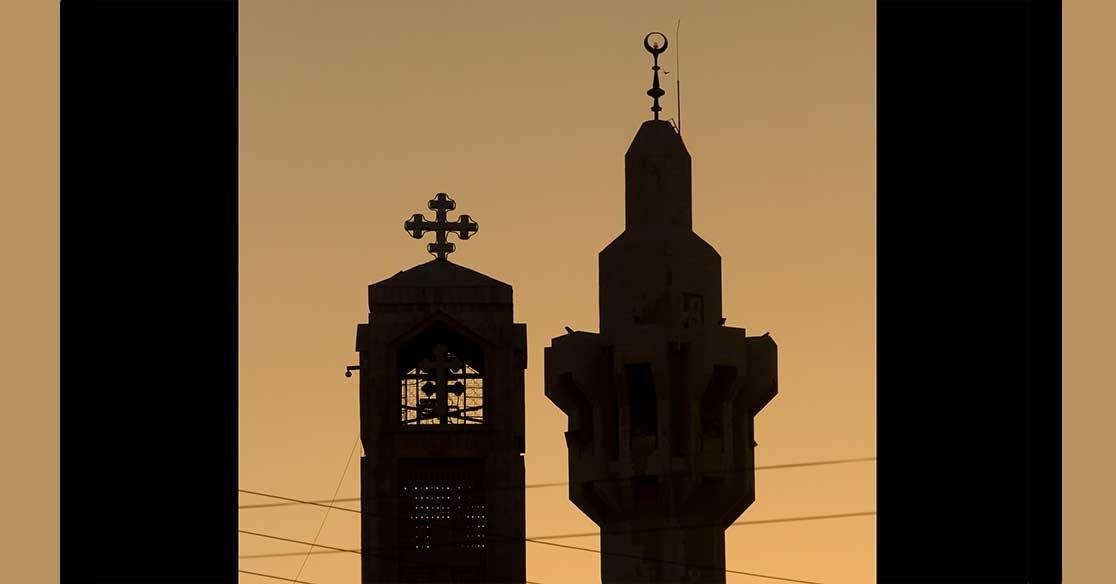 طالبة مسيحية بجامعة بنها تعلن إسلامها.. أماني تزوجت من زميلها محمود واختفت