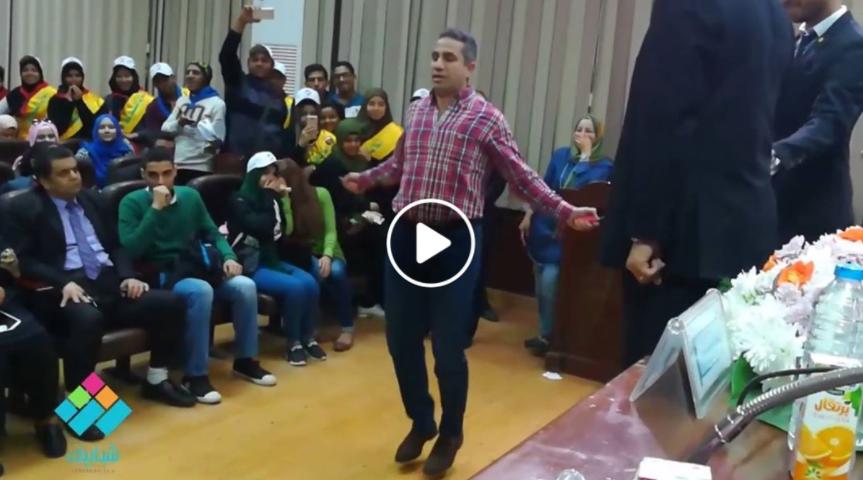 المتحدث العسكري السابق يلعب «نط الحبل» في جامعة القاهرة