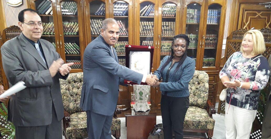 هدايا من جامعة الأزهر لوفد تصنيف الجامعات أثناء زيارته لمصر  (صور)