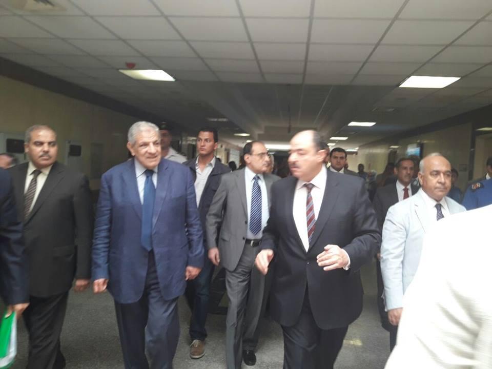 محلب والمحرصاوي يتابعان الأعمال بمستشفى جامعة الأزهر التخصصى