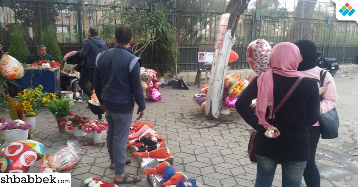 بالصور.. طلاب جامعة عين شمس يحتفلون بعيد الحب