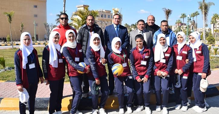 طلاب سوهاج يستقبلون رئيس الجامعة في أسبوع شباب الجامعات