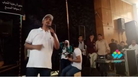 السلام عليك يا نبي الله.. غناء علي الهلباوي لطلاب آداب عين شمس