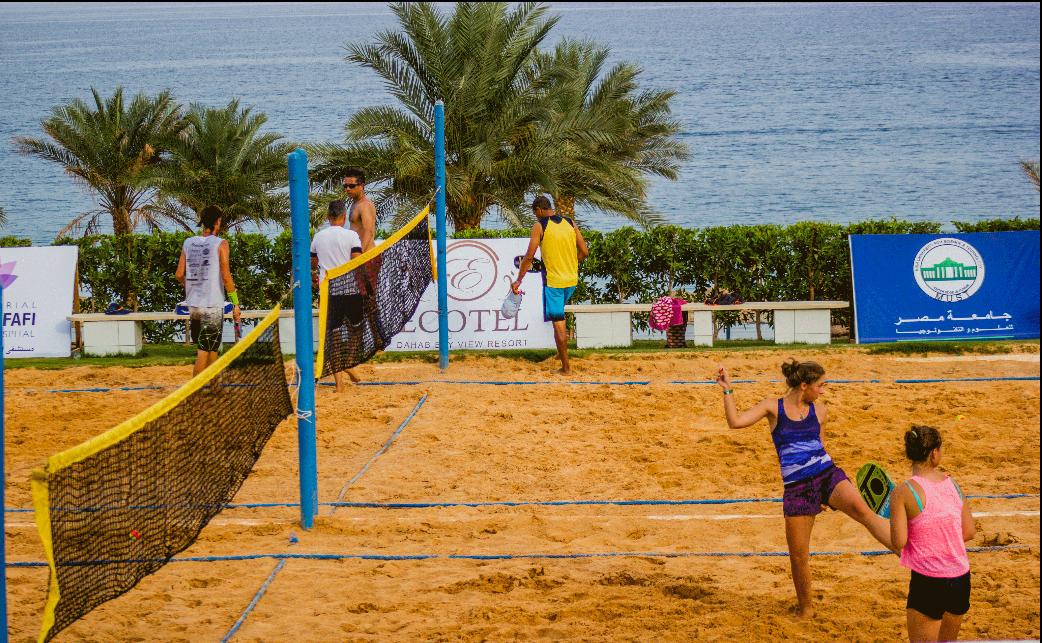 جامعة مصر للعلوم والتكنولوجيا تنظم البطولة الدولية لكرة التنس الشاطئية بـ«دهب»