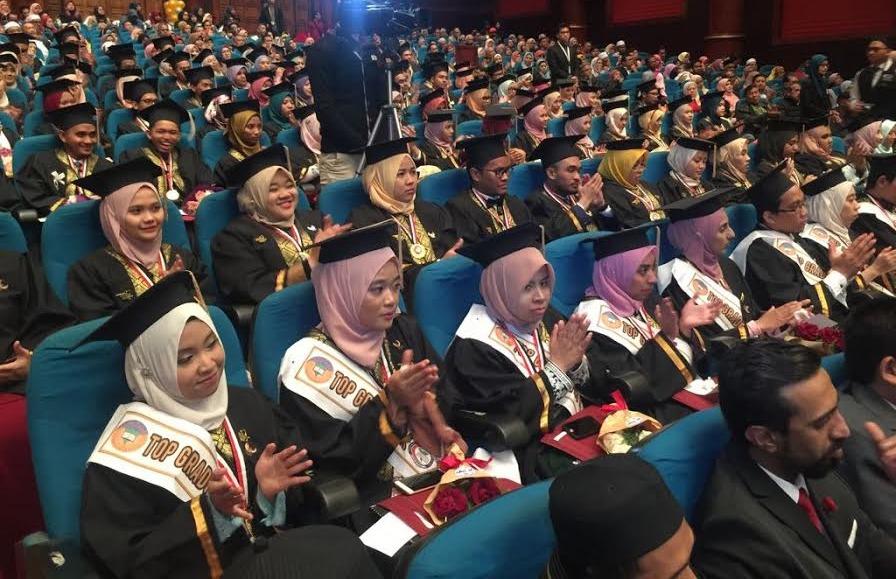طب طنطا تحتفل بتخريج الدفعة السادسة من طلاب البرنامج الماليزي «صور»