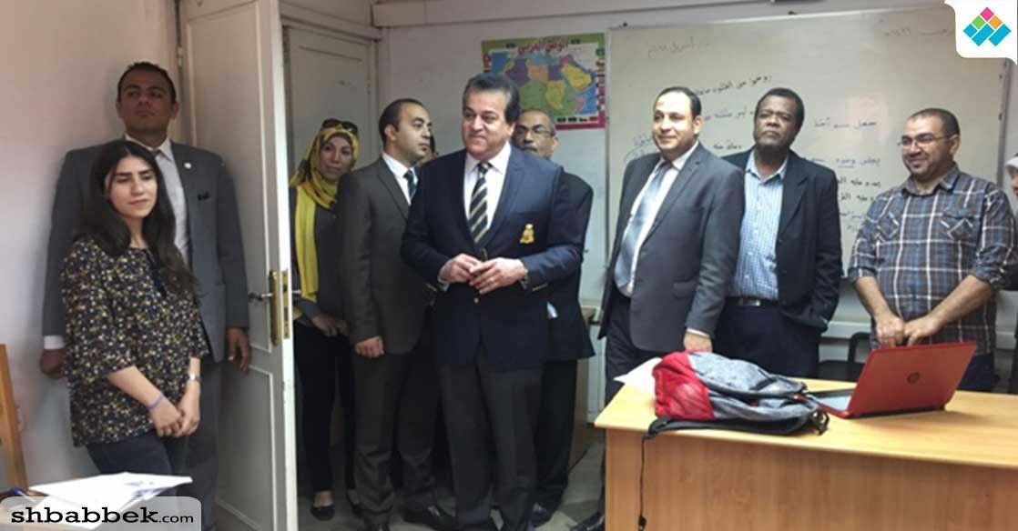 بالصور.. وزير التعليم العالي يتابع أعمال تطوير مبنى الإدارة المركزية للوافدين