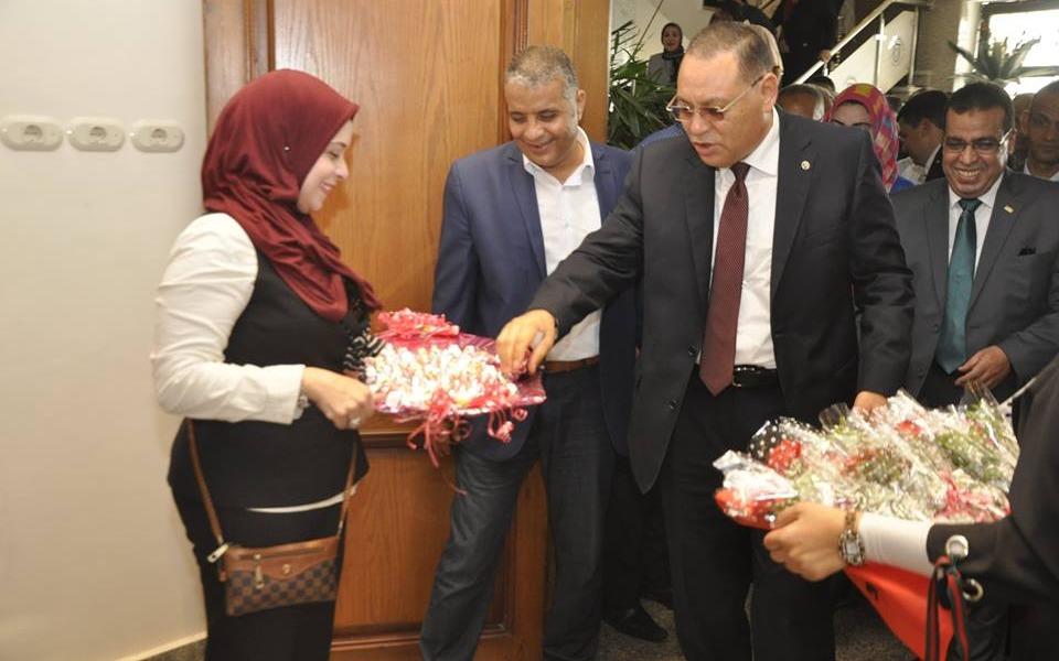 جامعة قناة السويس تستقبل محافظ الشرقية بـ«الزغاريد»