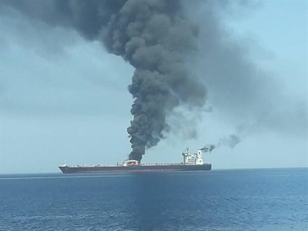 ضرب ناقلتي النفط.. ماذا حدث في عمان اليوم؟