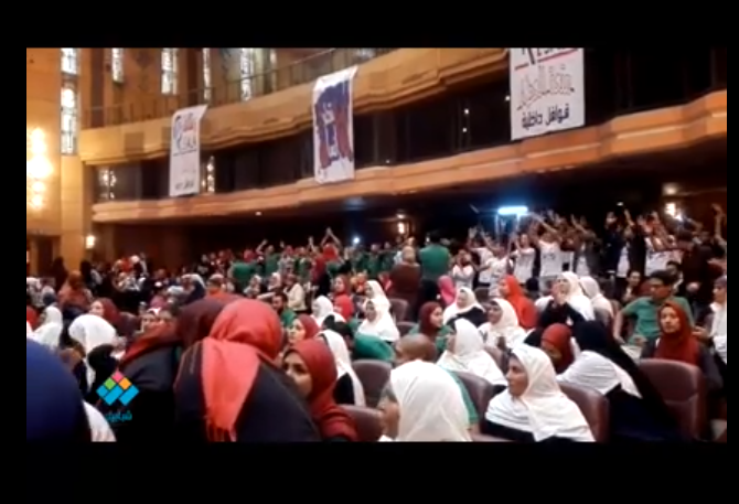 على مسرح جامعة القاهرة.. جمعية رسالة تكرم الأمهات المثاليات، وتسدد ديون عدد من الغارمات