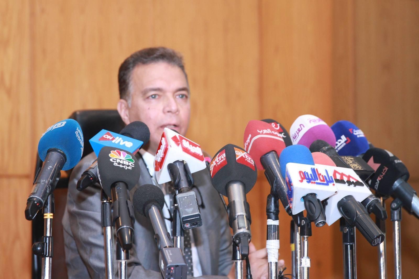 شاهد| وزير النقل يكشف مصير سائقي قطار الإسكندرية: «قفزوا قبل الحادث»
