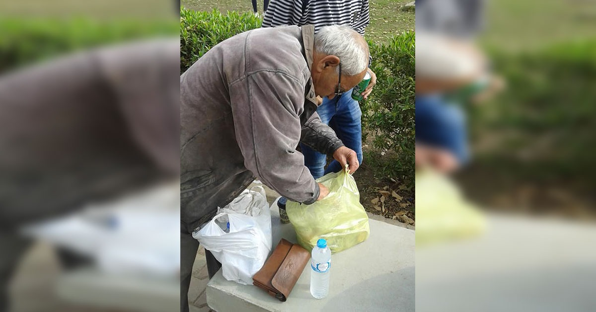 «عبده باشا».. بائع مشروبات في حرم جامعة عين شمس ويحبه الطلاب