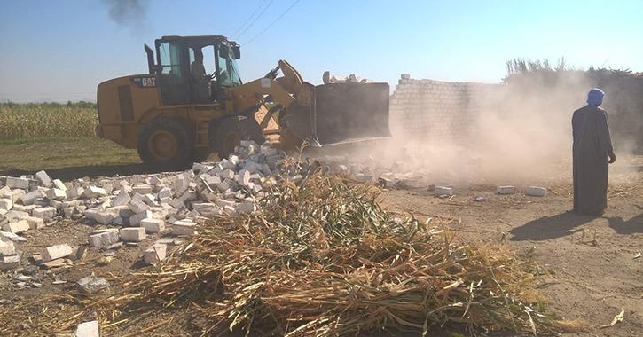 حملات لإزالة التعديات على الأراضي الزراعية في بني سويف
