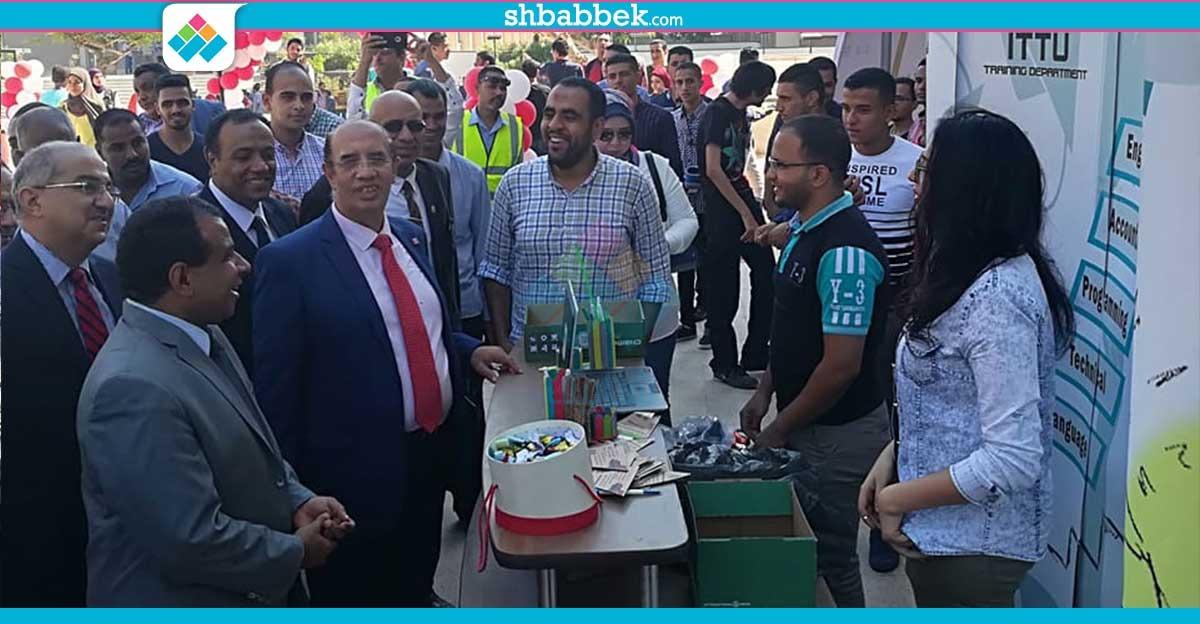 توزيع وجبات «ماك» وكشاكيل في استقبال الجمعية العلمية للطلاب الجدد بهندسة أسيوط