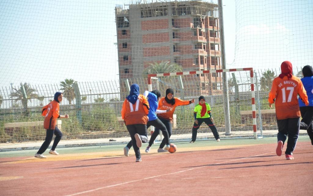 فوز طالبات كلية التربية الرياضية بكأس جامعة المنيا في كرة القدم الخماسي