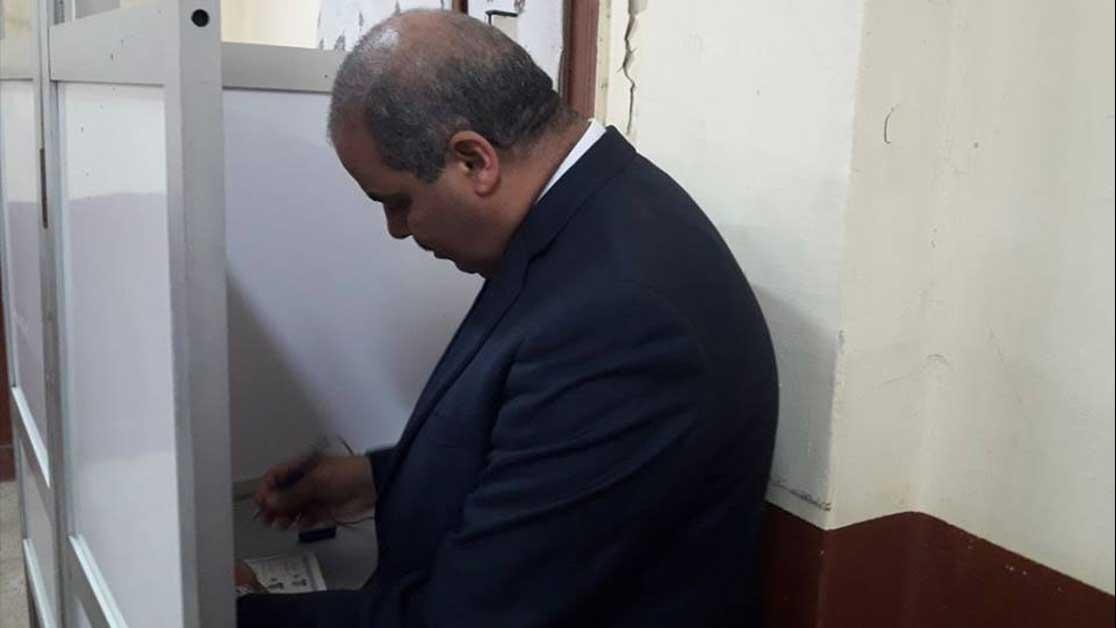 رئيس جامعة الأزهر يدلي بصوته في الانتخابات الرئاسية