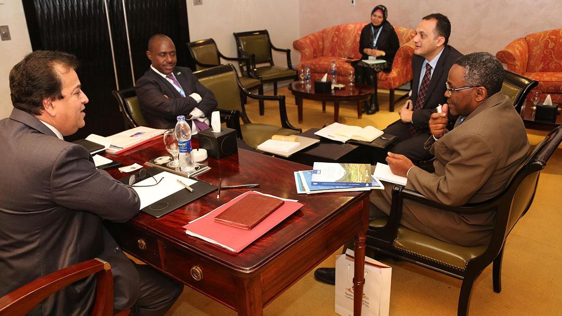 بالصور.. وزير التعليم العالي يلتقي ممثلي التعليم في أفريقيا