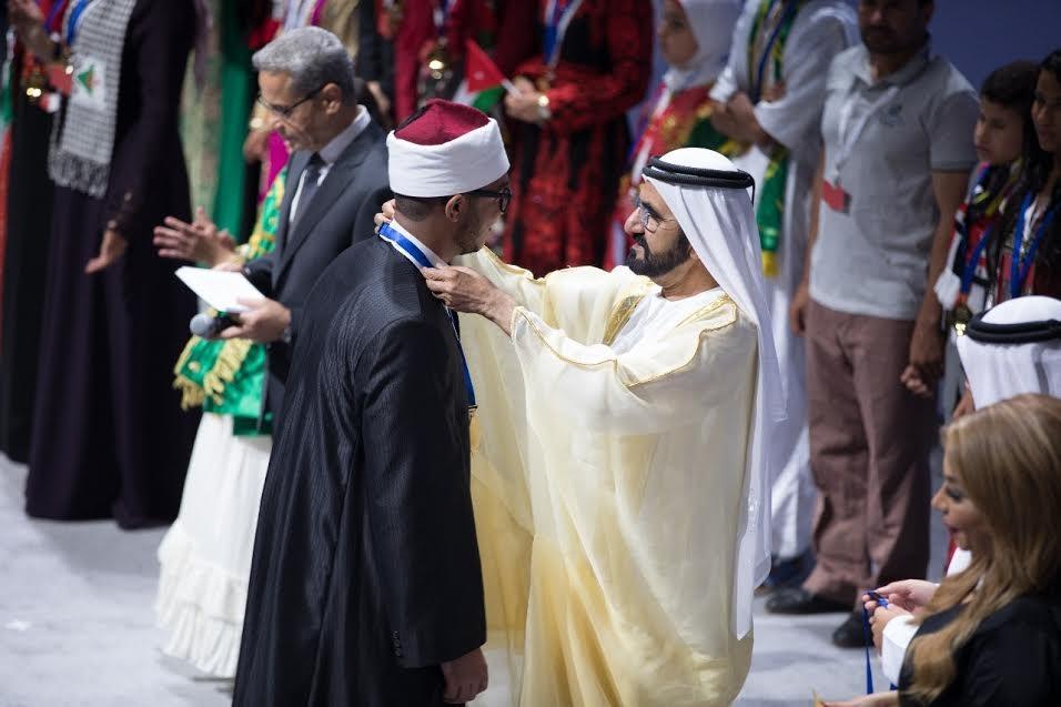 لفوزه في مسابقة «تحدي القراءة العربي».. جامعة الأزهر تكرم الطالب شريف سيد