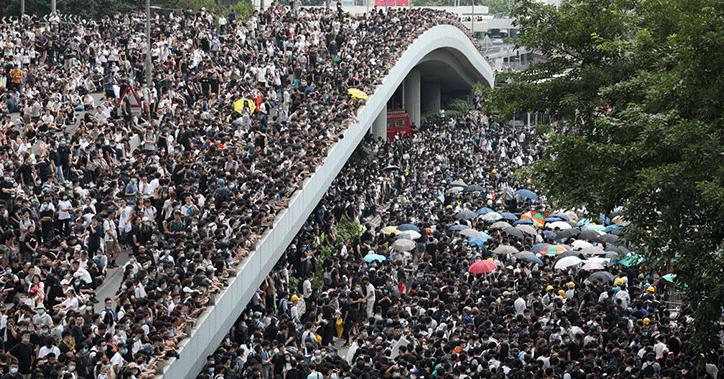 مقتل وإصابة 81 شخصا في مواجهات بين الشرطة والمتظاهرين في هونح كونج
