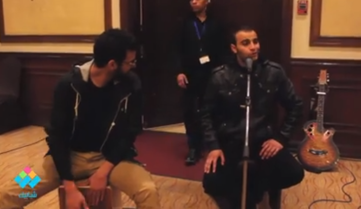 فقرة غنائية لأحمد المندراوي - الطالب بكلية الفنون التطبيقية جامعة حلوان في حفل تدشين مبادرة «صُمم وصنع في مصر»